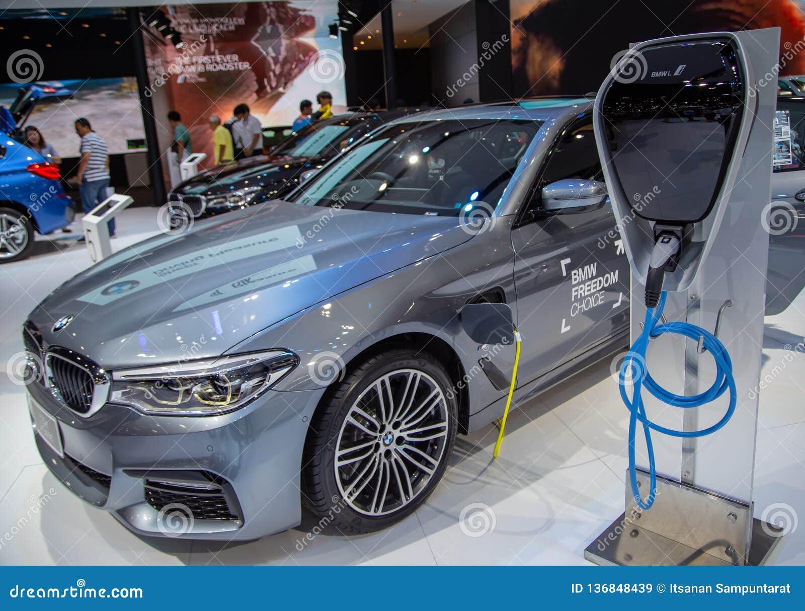 BMW 530e M Sport com ponto de carregamento