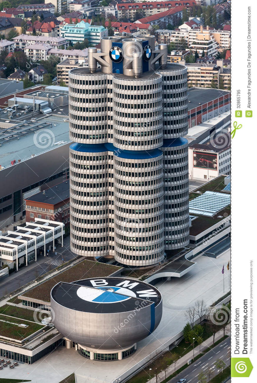 The BMW headquarters building in the shape of four cylinders ...
