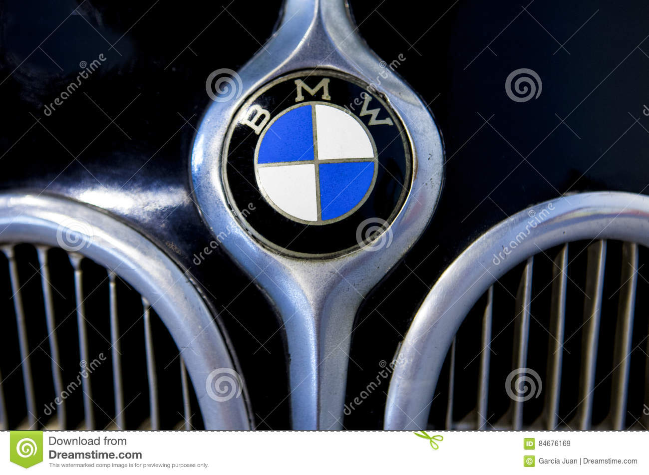 Museo Bmw.Bmw Logo Brand Outside Car Editorial Stock Image Image Of Closeup