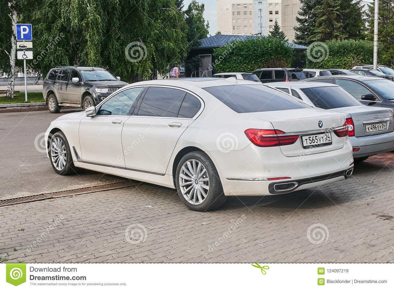 Bmw 7 Series Left Rear View Editorial Stock Image Image Of Exhibition Presentation 124097219