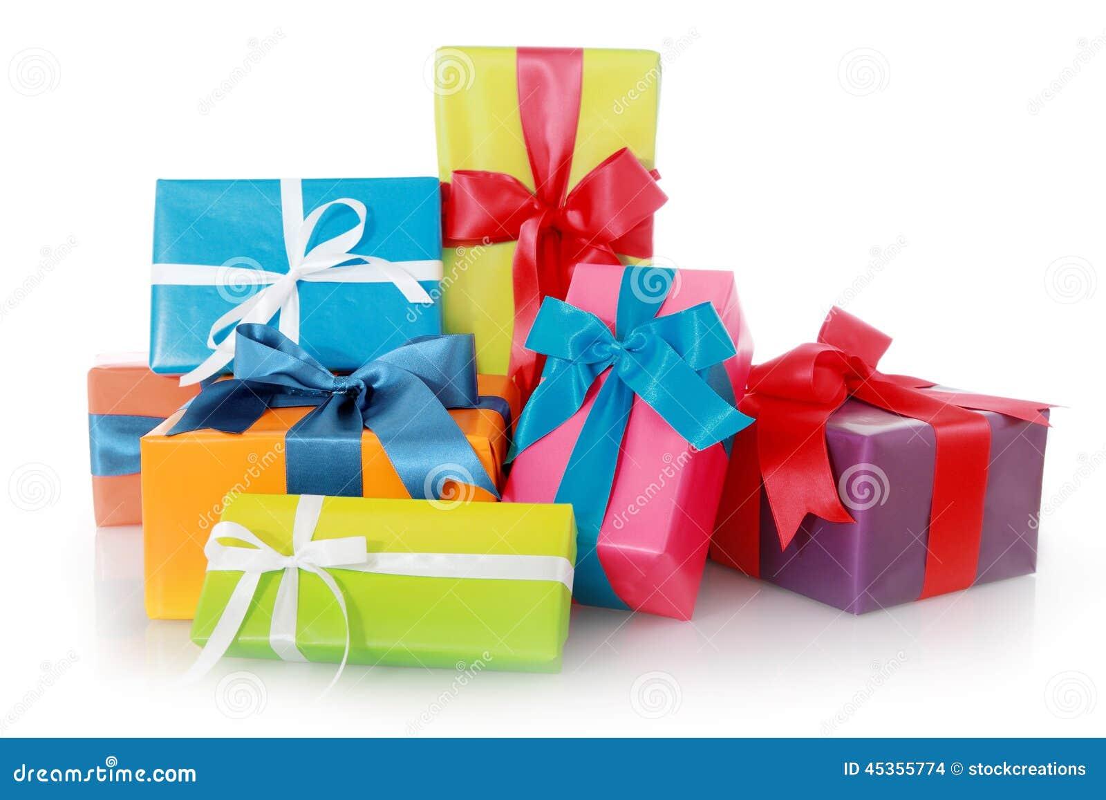 Boîte-cadeau assortis d isolement sur le fond blanc