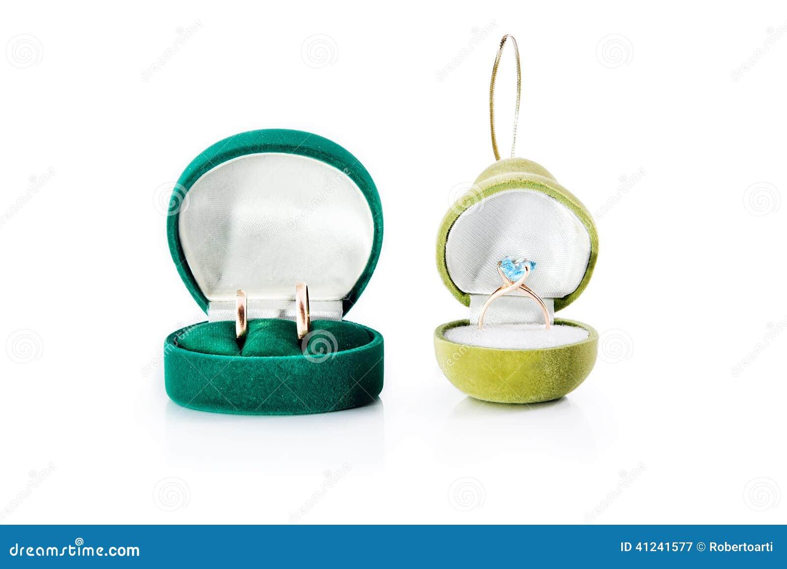 cadeau Pour Des Bijoux Avec Les Anneaux De Mariage Dor Et La Bague De ...