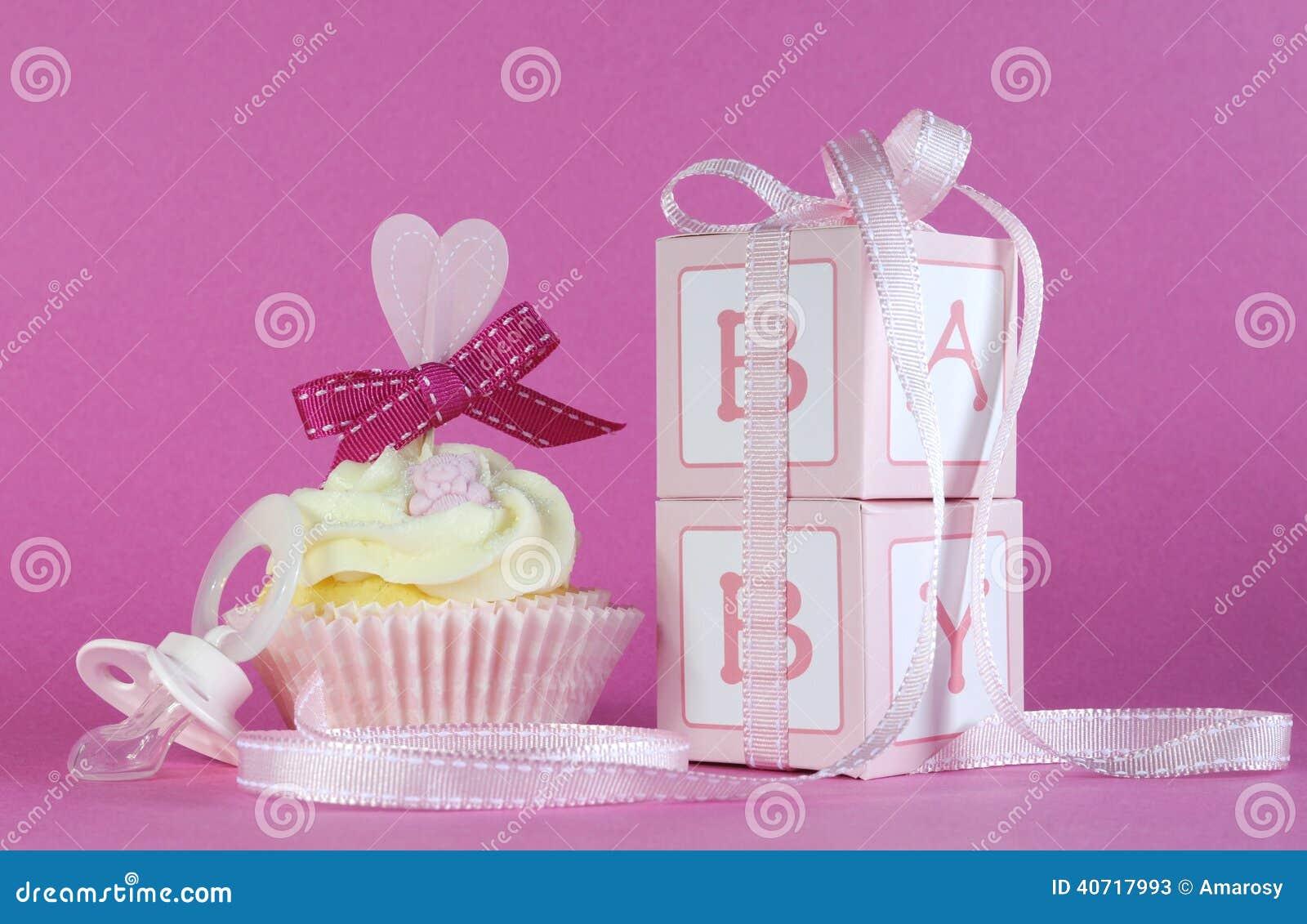 Boîte-cadeau roses de petit gâteau et de faveur de bébé de thème