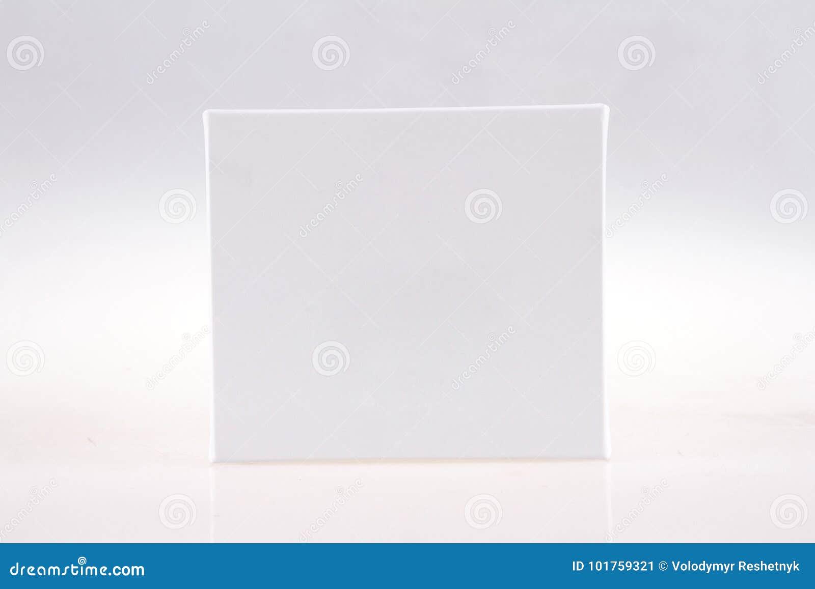 Boîte de papier vide blanche de matchs sur le fond blanc Collection de maquette de calibre d emballage