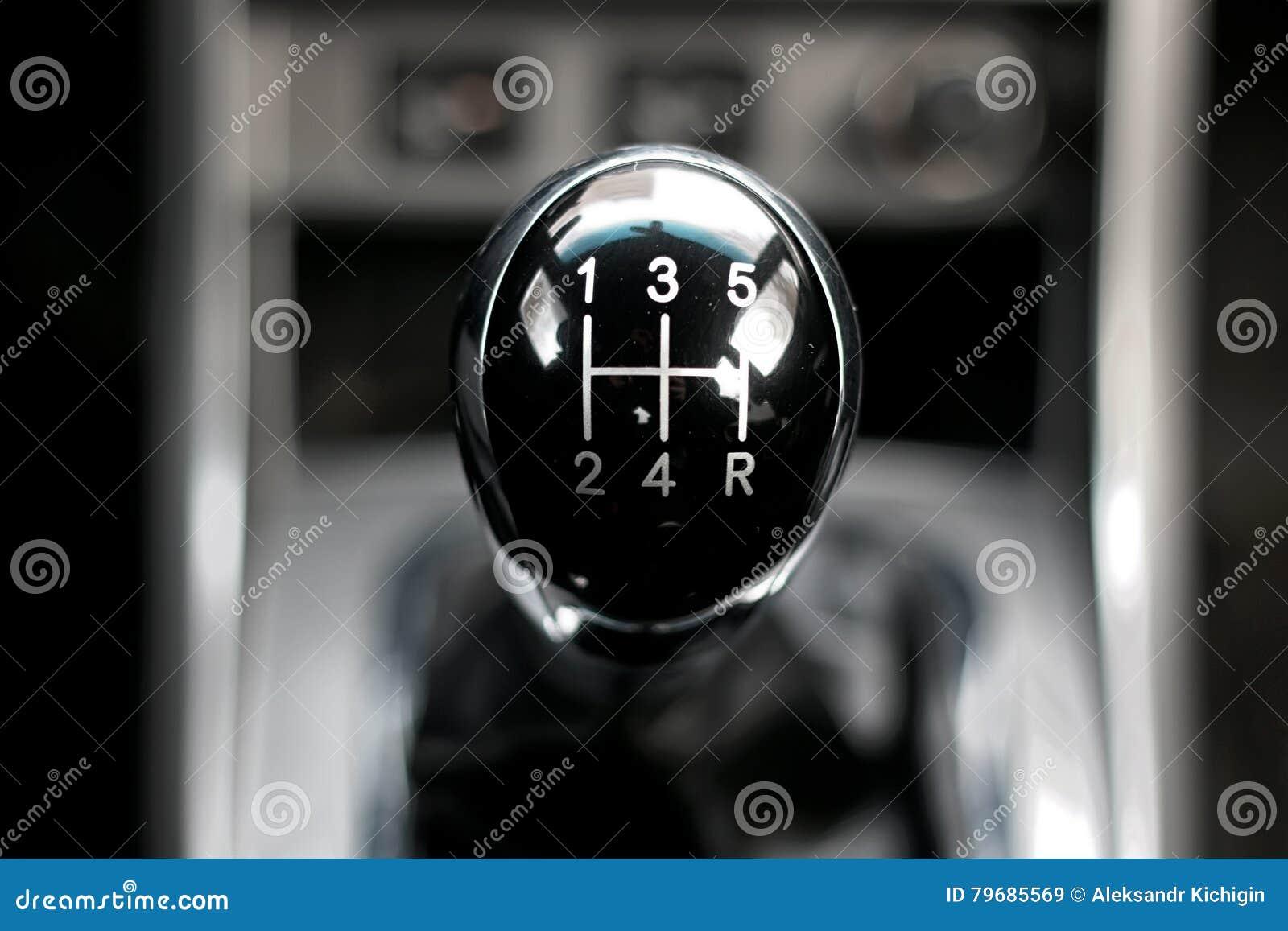 bo te de vitesse manuelle dans la voiture image stock image du chrome moteur 79685569