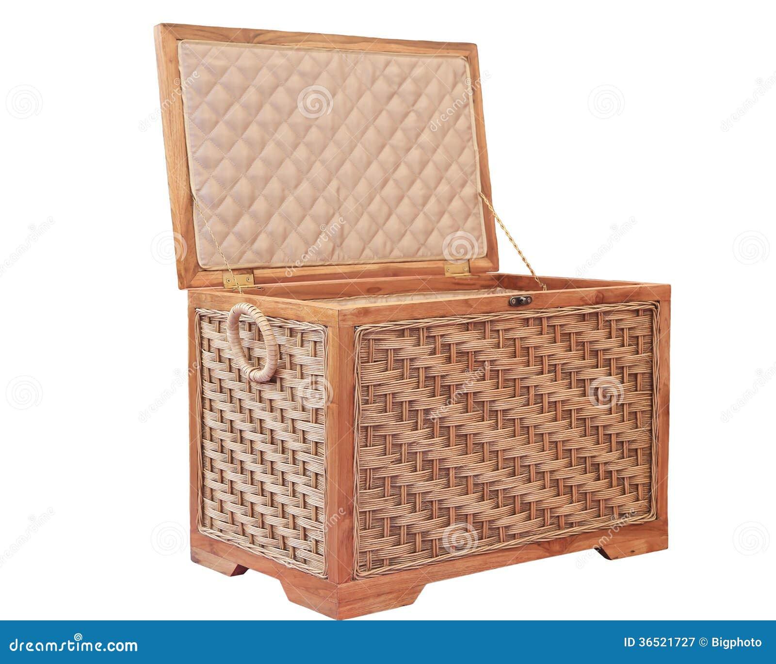 Boîte en bois fermée d isolement sur le blanc, avec le chemin de coupure