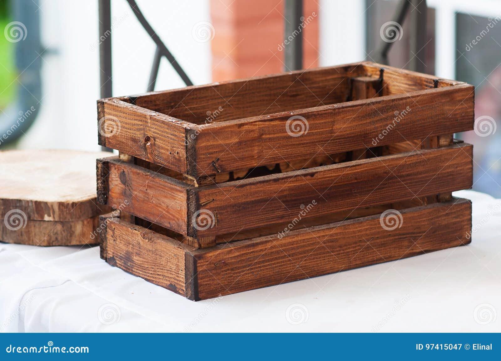 Caisse De Pomme Vide boîte en bois vide, caisse récipient dans le vieux style