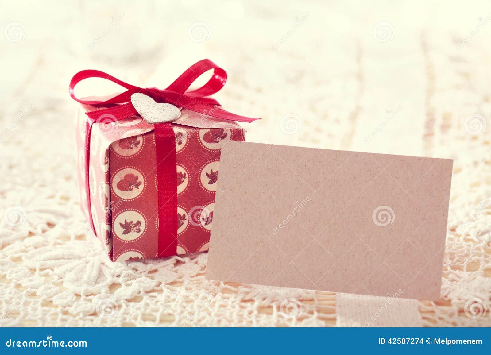 Boîtes actuelles et carte vierge de message