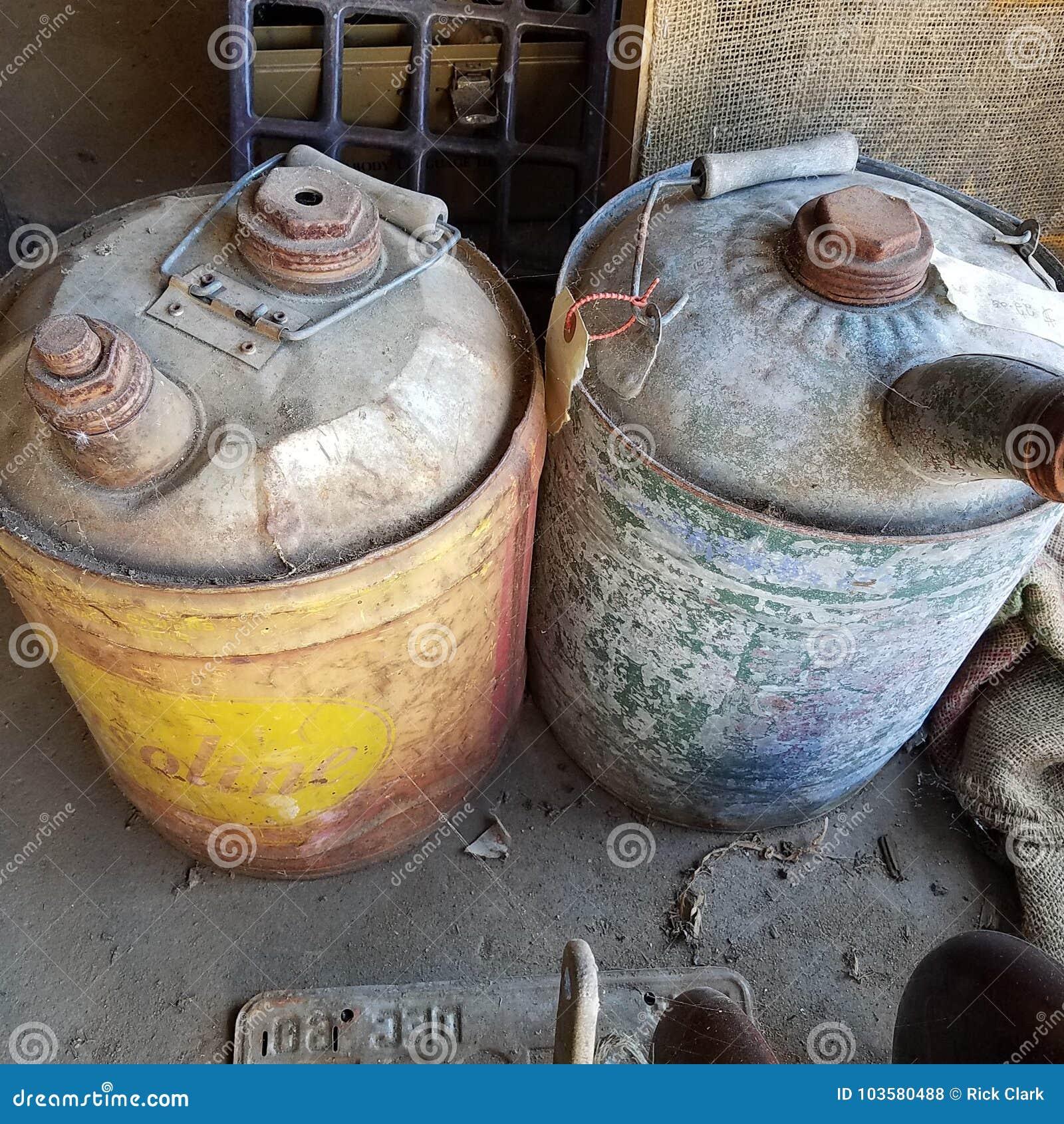 Boîtes d huile de vintage