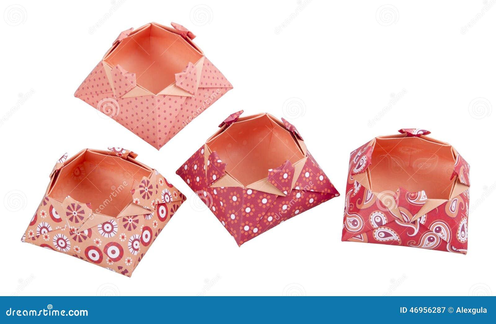 Bo tes de papier d 39 amour d 39 origami bo te cadeau d 39 isolement phot - Papier cadeau origami ...