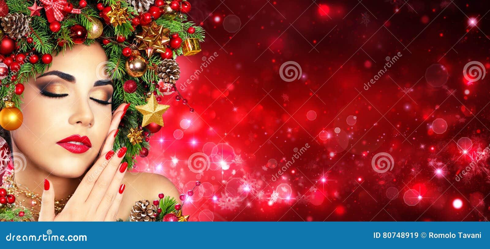 Boże Narodzenia Modelują dziewczyny Z Xmas Drzewną fryzurą - rewolucjonistka Uzupełniał I manicure