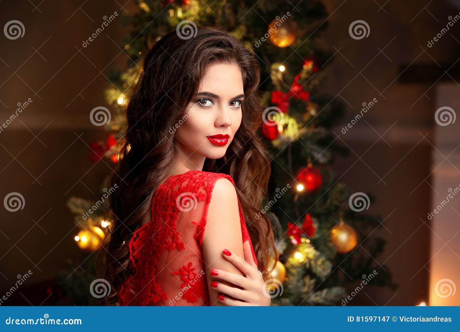 Boże Narodzenia piękna kobieta uśmiechnięta Manicure gwoździe makeup uzdrowiciel