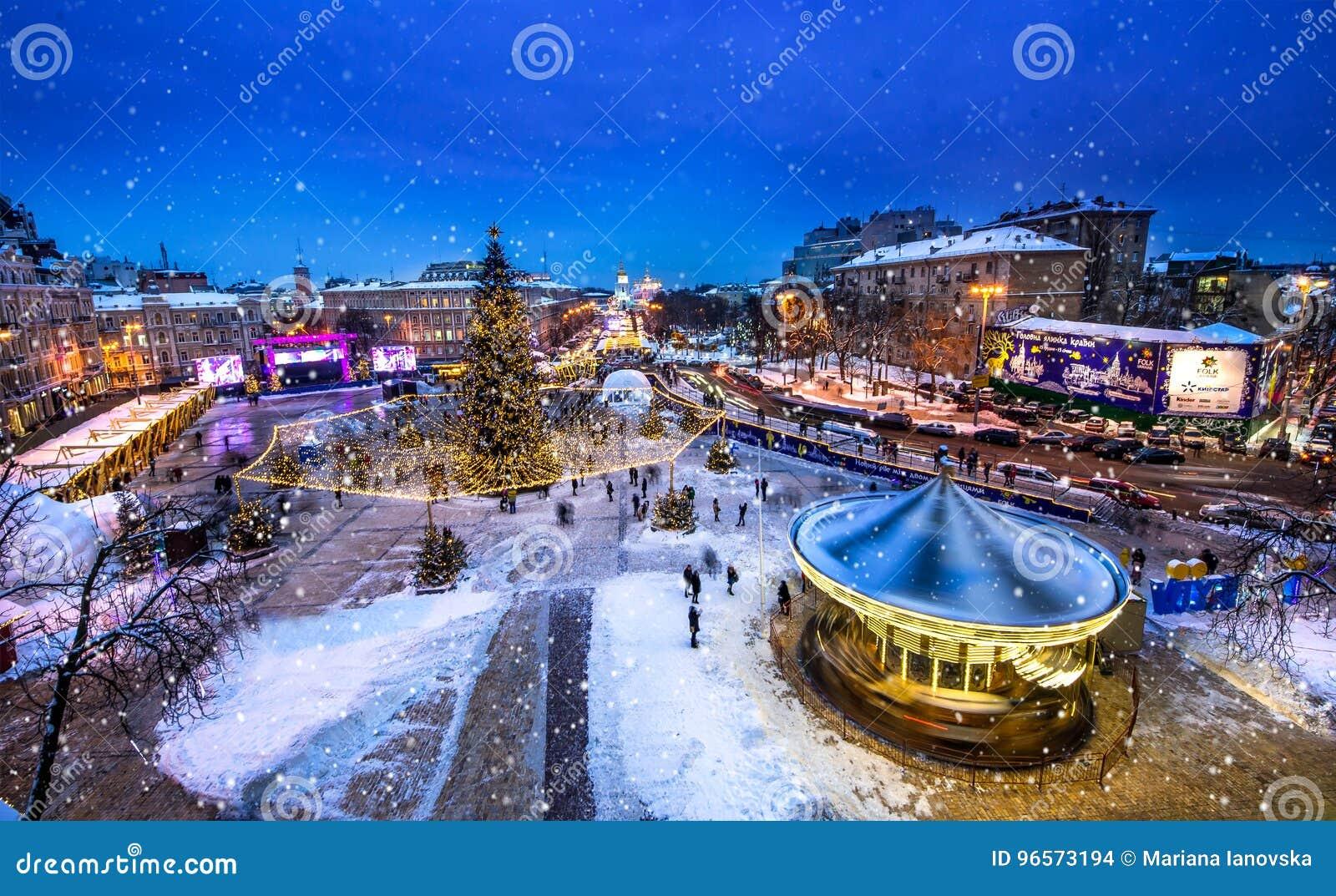 Boże Narodzenia wprowadzać na rynek na Sophia kwadracie w Kyiv, Ukraina Śnieżny czas w Kijów