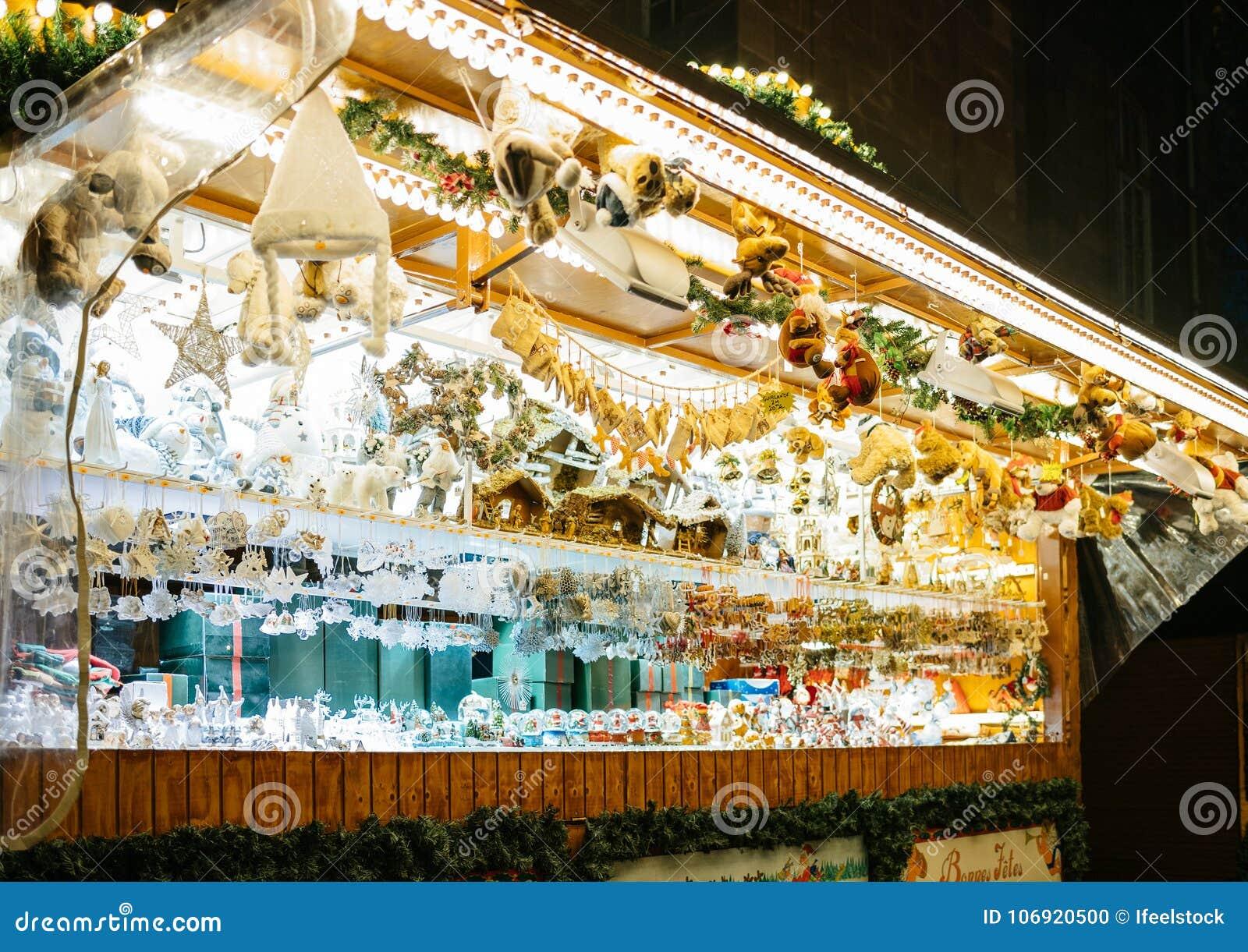 Boże Narodzenia wprowadzać na rynek szalet z zabawkami i pamiątkami