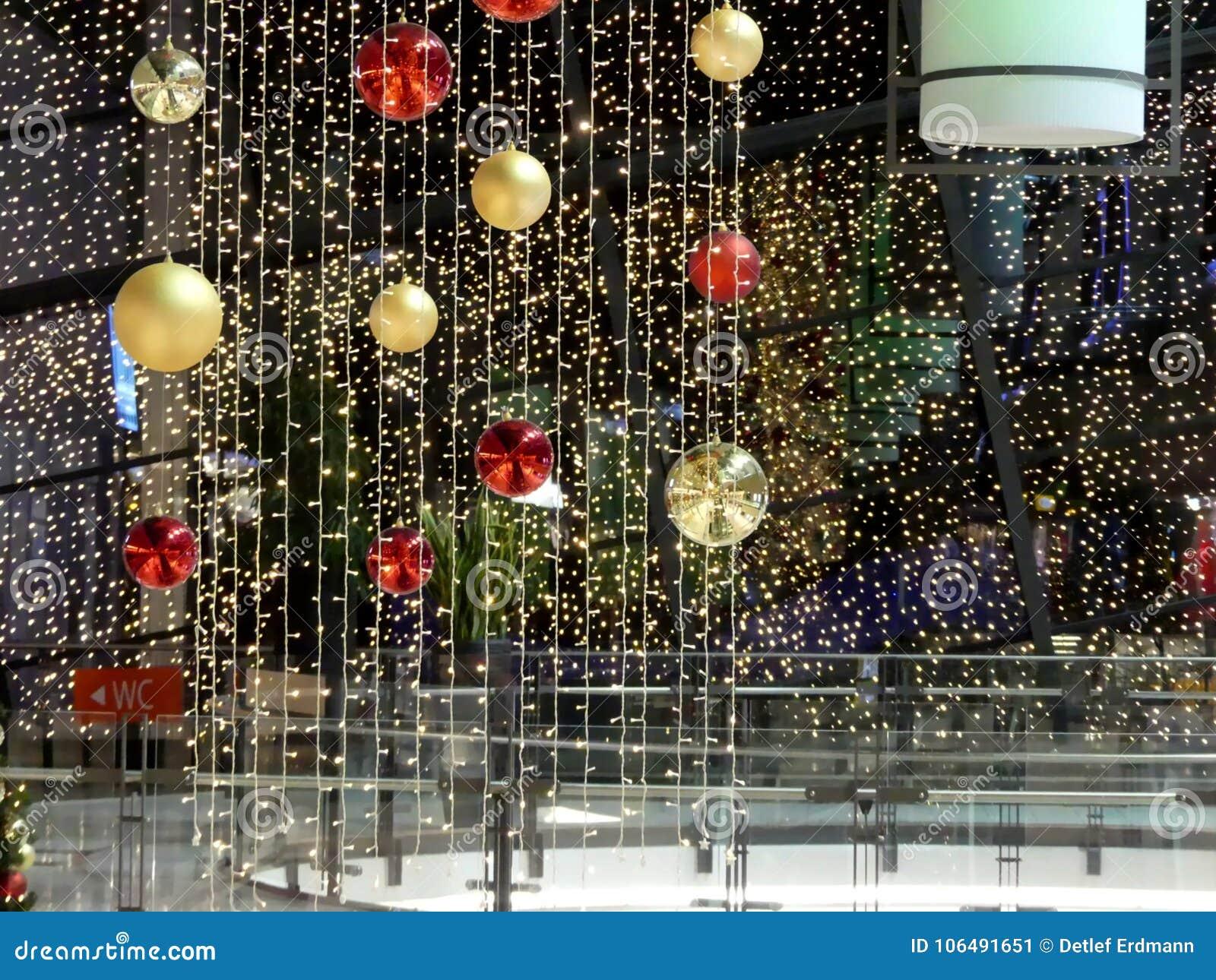 Boże narodzenie dekoracja w niemieckim centrum handlowym