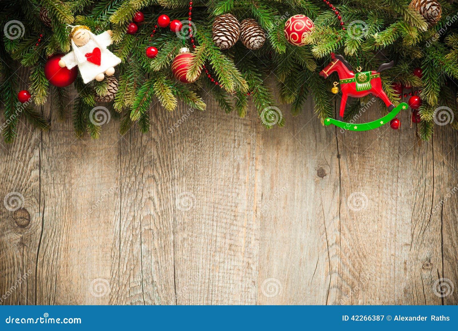 Bożenarodzeniowa dekoracja nad starym drewnianym tłem
