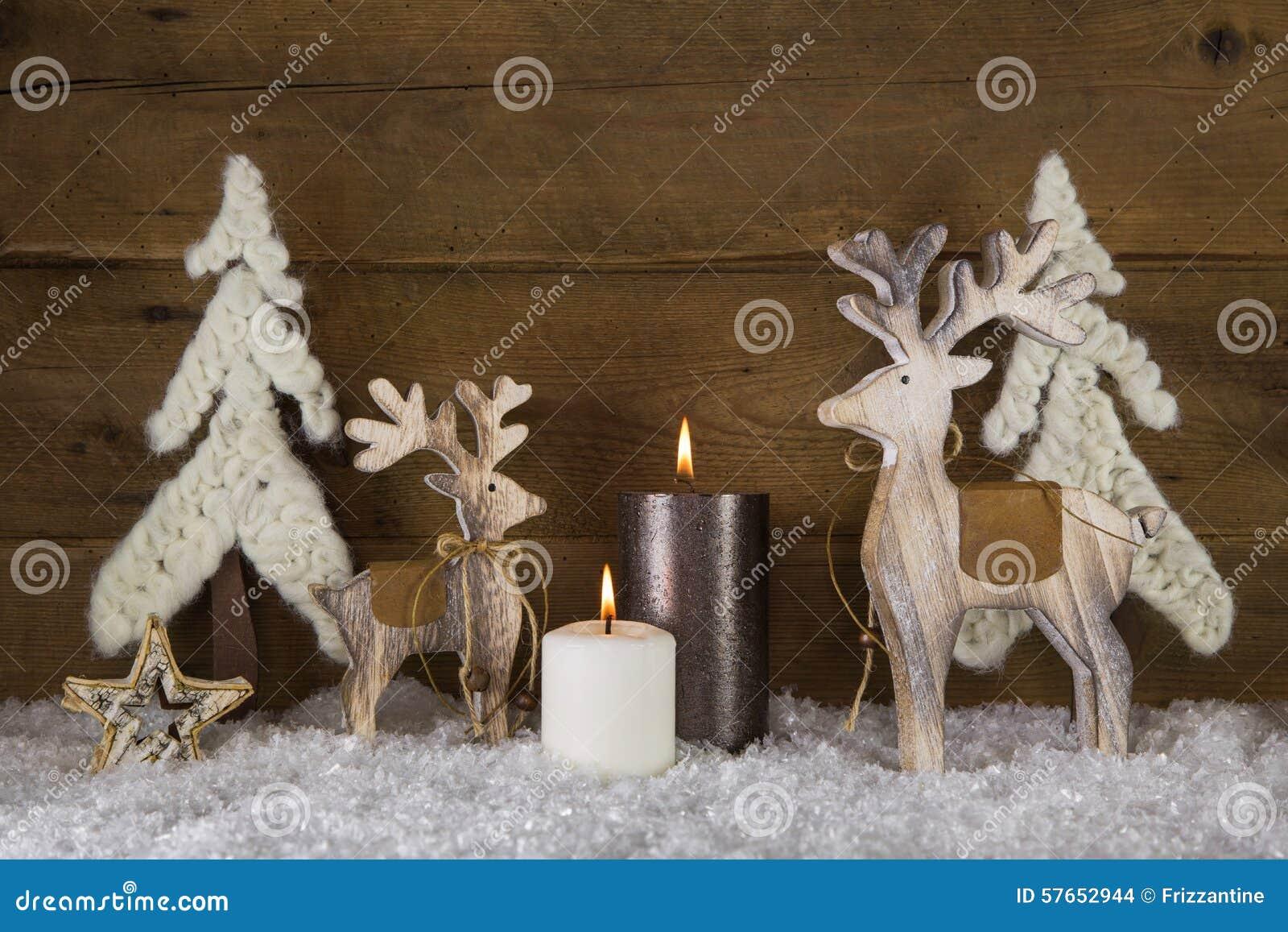 Bożenarodzeniowa dekoracja z naturalnym materiałem płonące świece 2