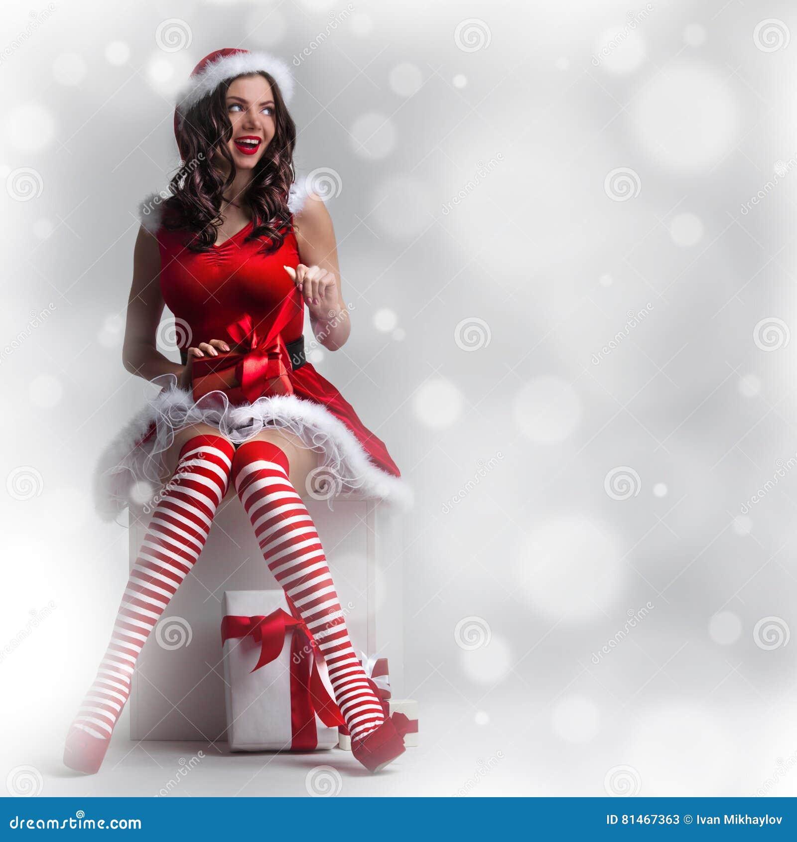Bożenarodzeniowa kobieta z prezentem