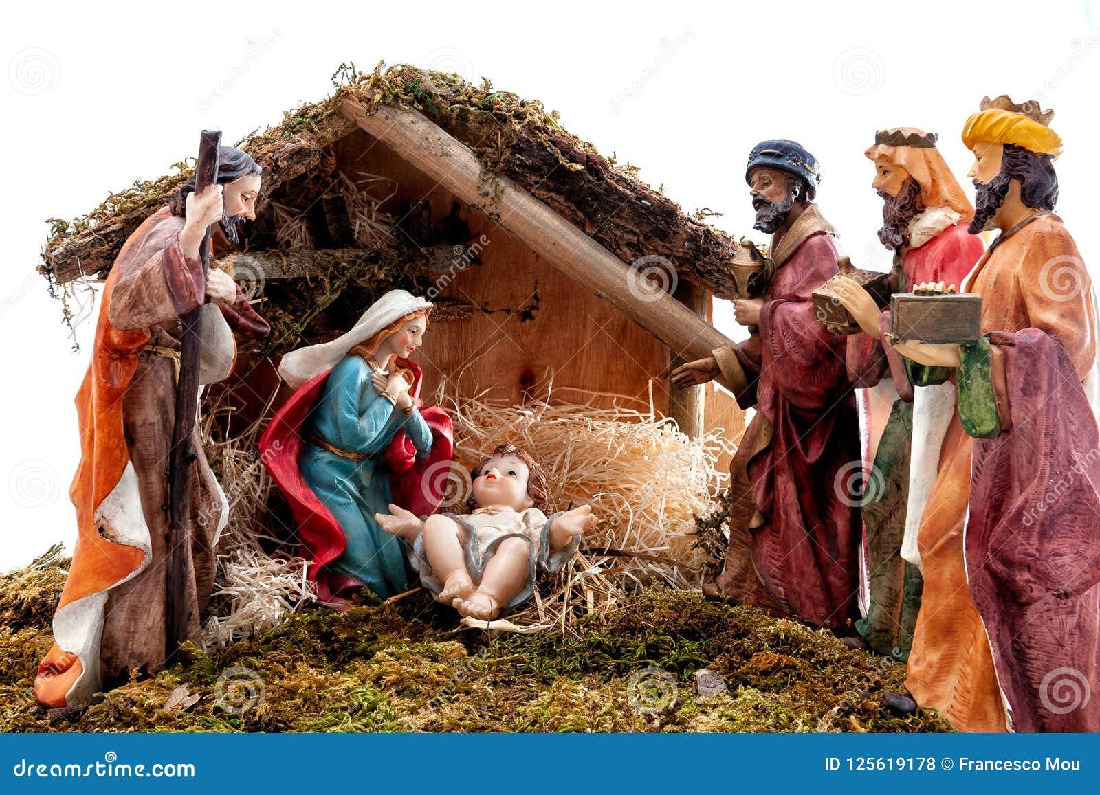 Bożenarodzeniowa narodzenie jezusa scena z Świętą rodziną w budzie i trzy mędrzec na białym tle,