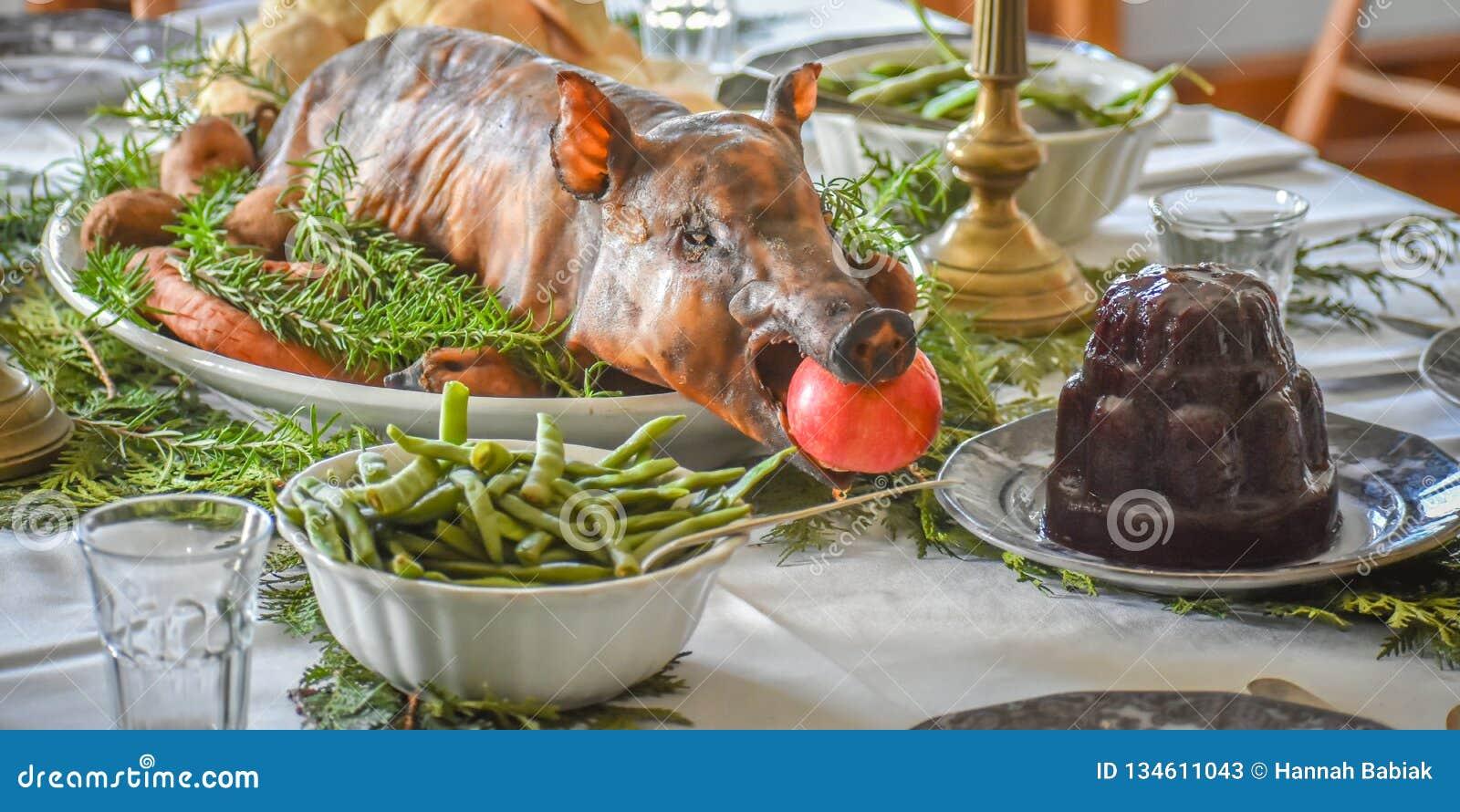 Bożenarodzeniowy gość restauracji z Piec świnią