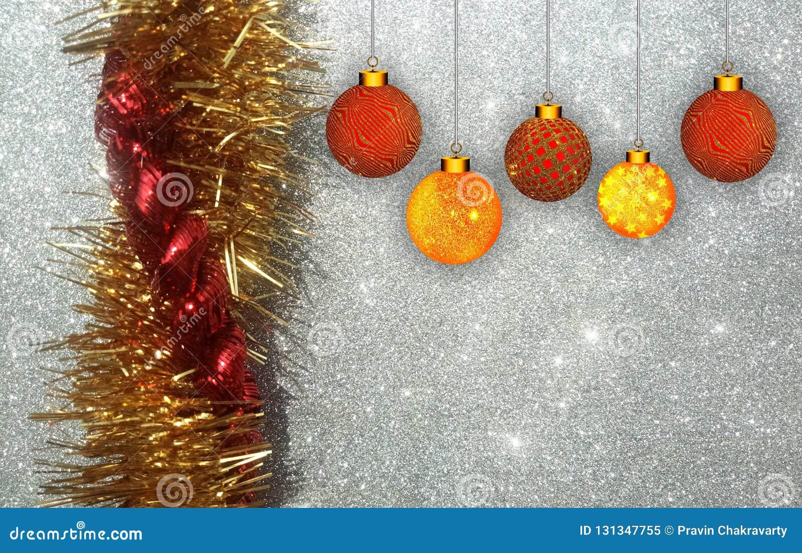 Bożenarodzeniowy tło z czerwienią i żółty ornament na srebnym błyskotliwości tle