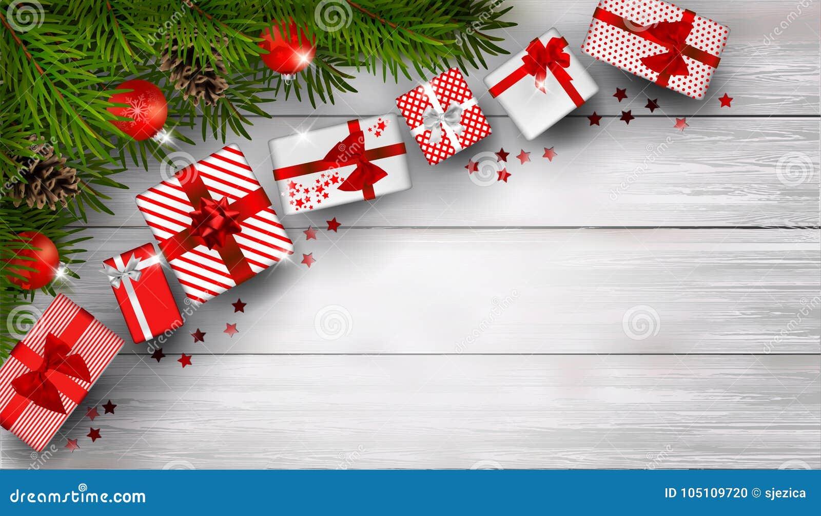 Bożenarodzeniowy tło z jodeł gałąź i wiązką czerwoni prezentów pudełka na białym drewnianym stole