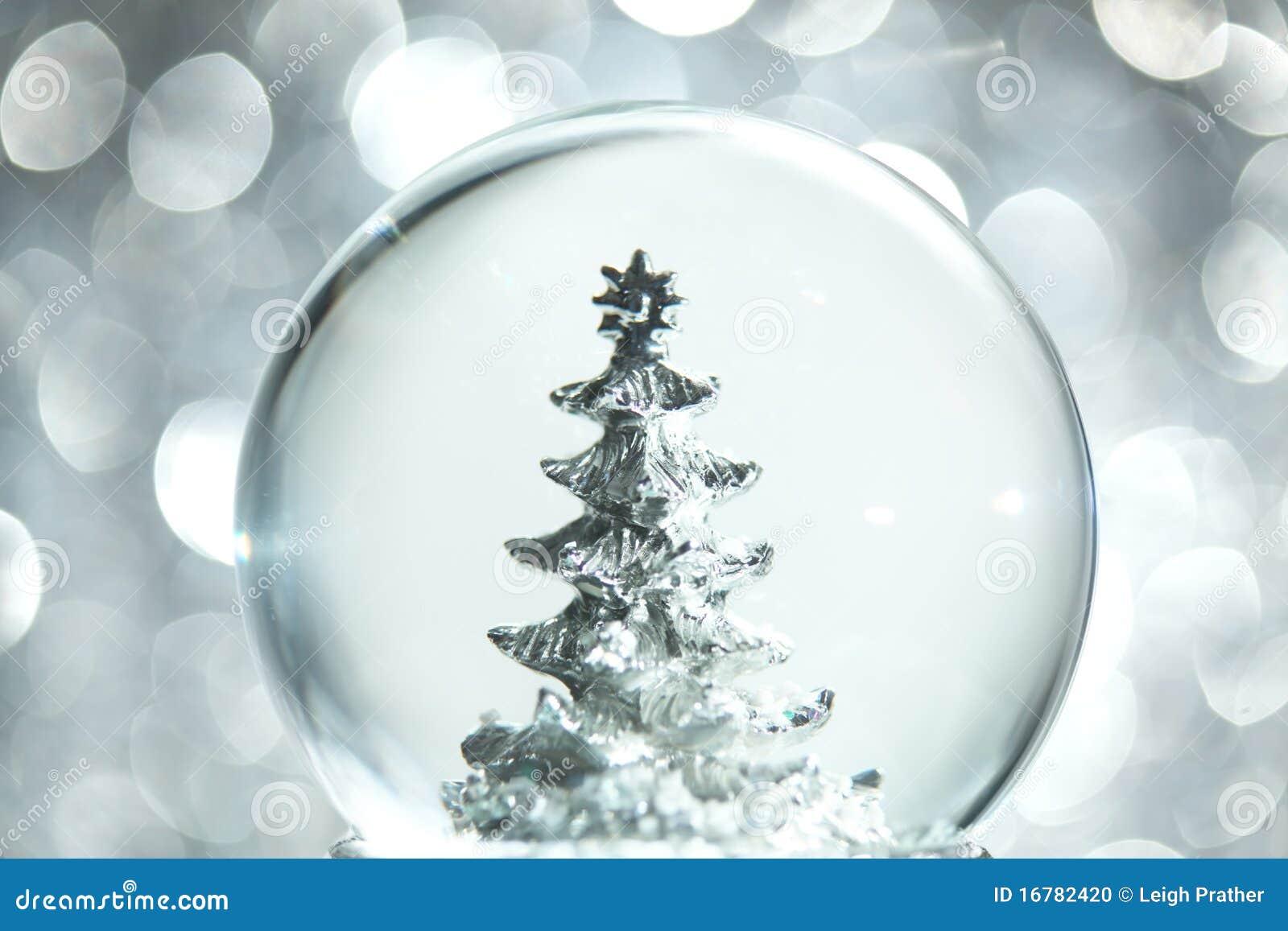 Bożych narodzeń kuli ziemskiej śniegu drzewo