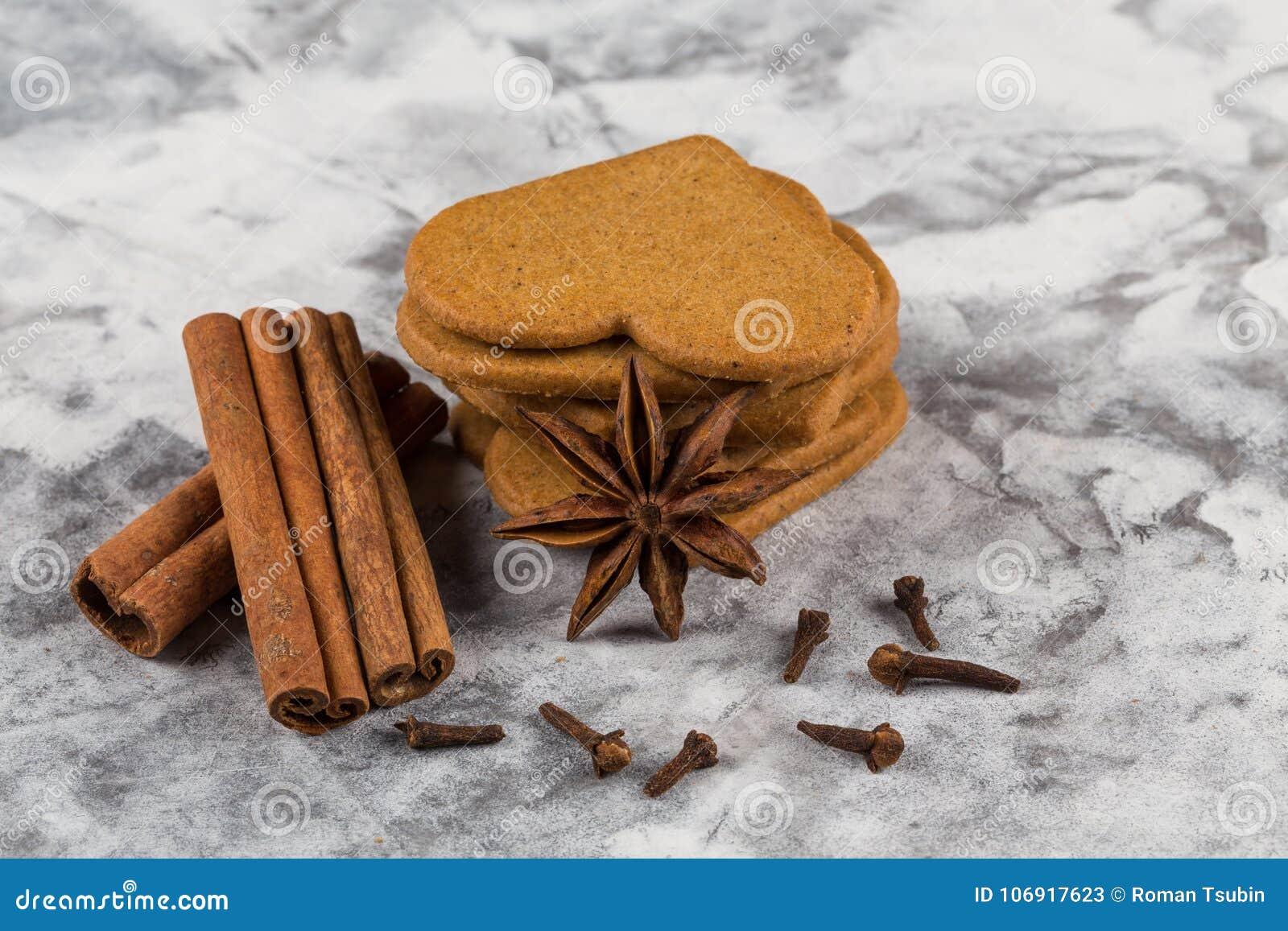 Bożych narodzeń piernikowi ciastka cynamonowi