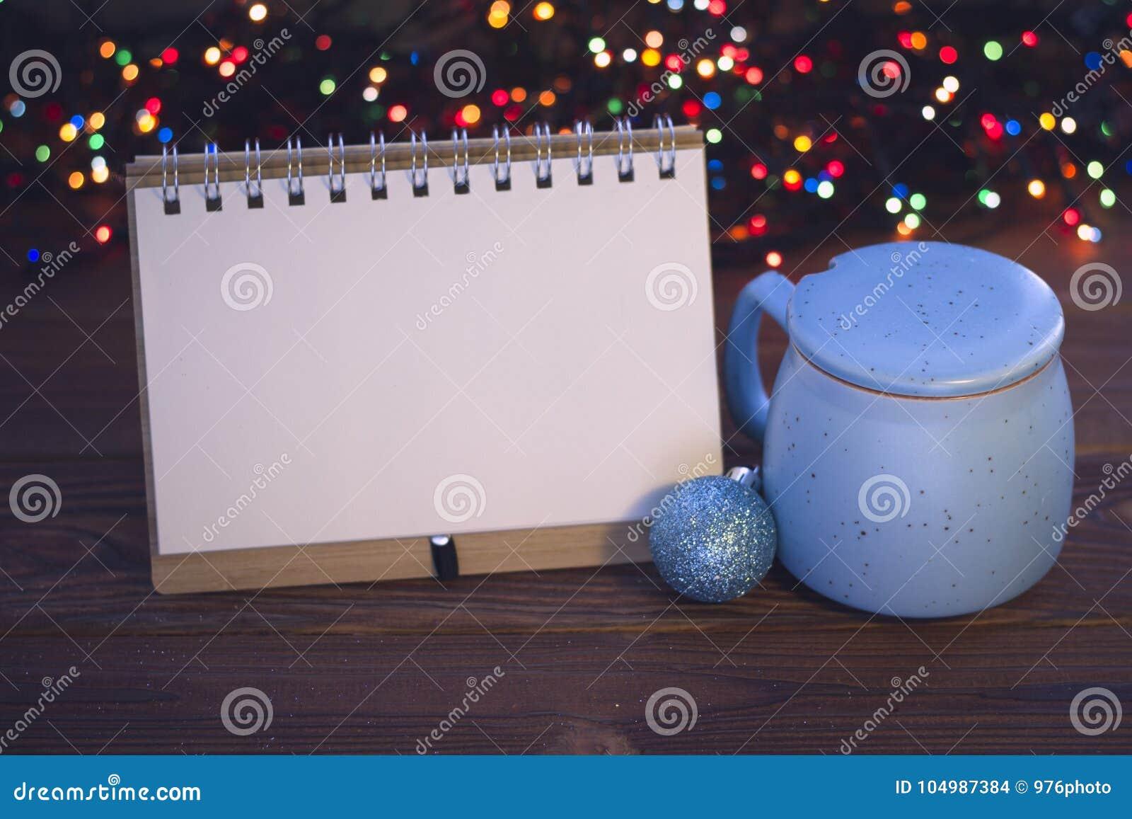 Bożych Narodzeń wciąż życie z kawą, cukierniczką i notatnikiem,
