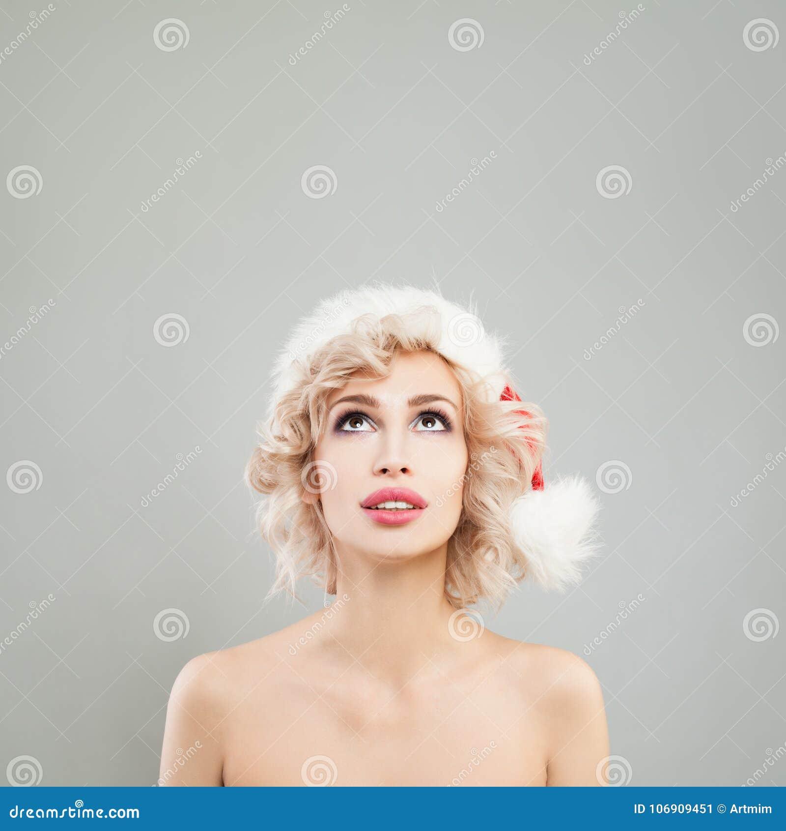 Bożenarodzeniowy kobiety mody model w Santa kapeluszu