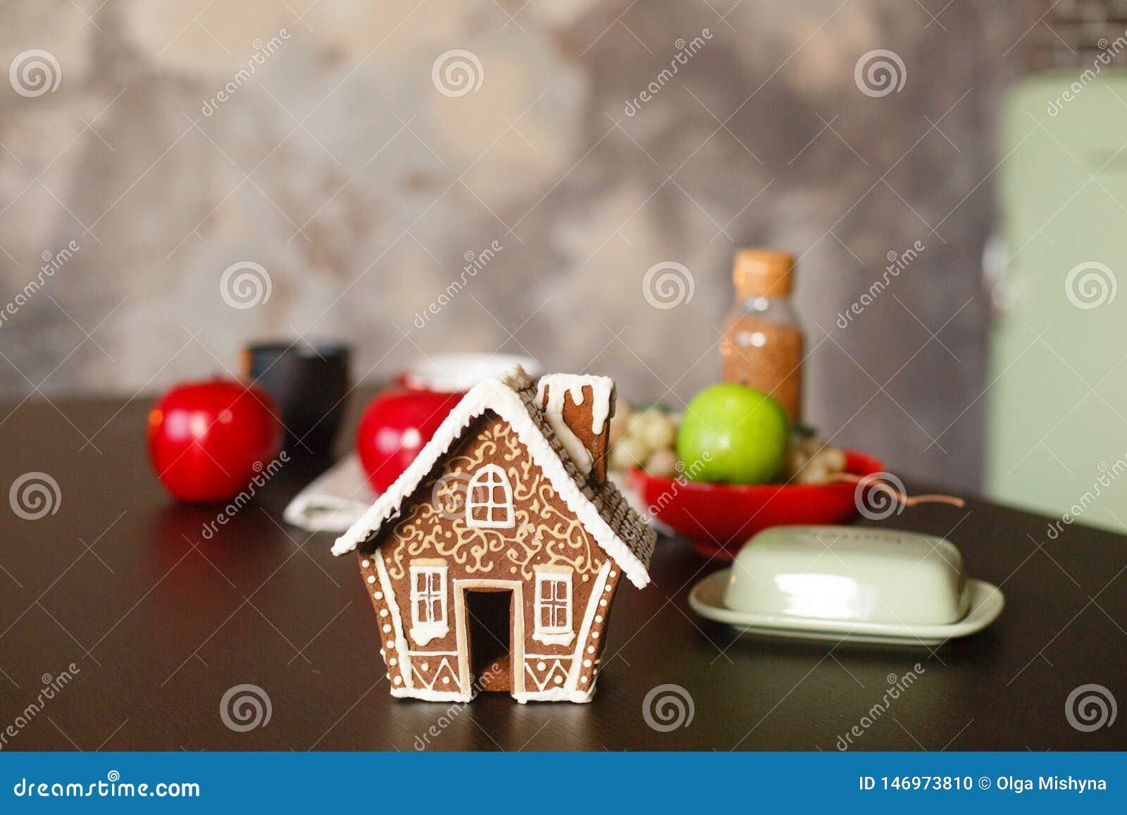 Bo?enarodzeniowy piernikowy dom Boże Narodzenia dekorujący kithen w loft stylu