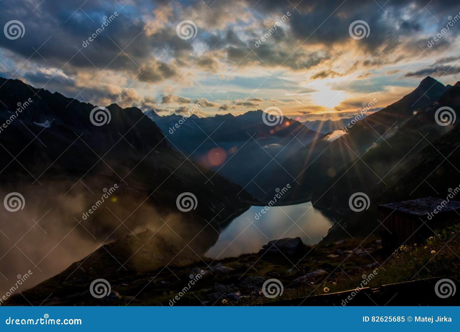 Boa noite nas montanhas