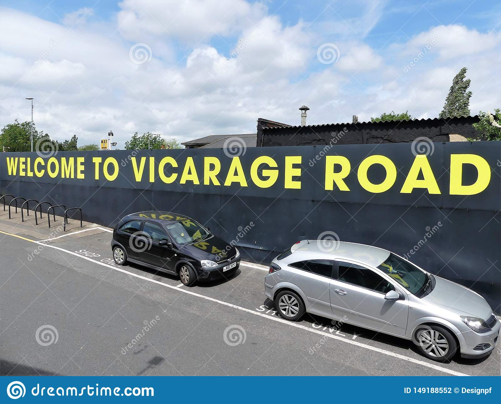 Boa vinda ao sinal do est?dio da estrada do vicariato, estrada de ocupa??o, Watford