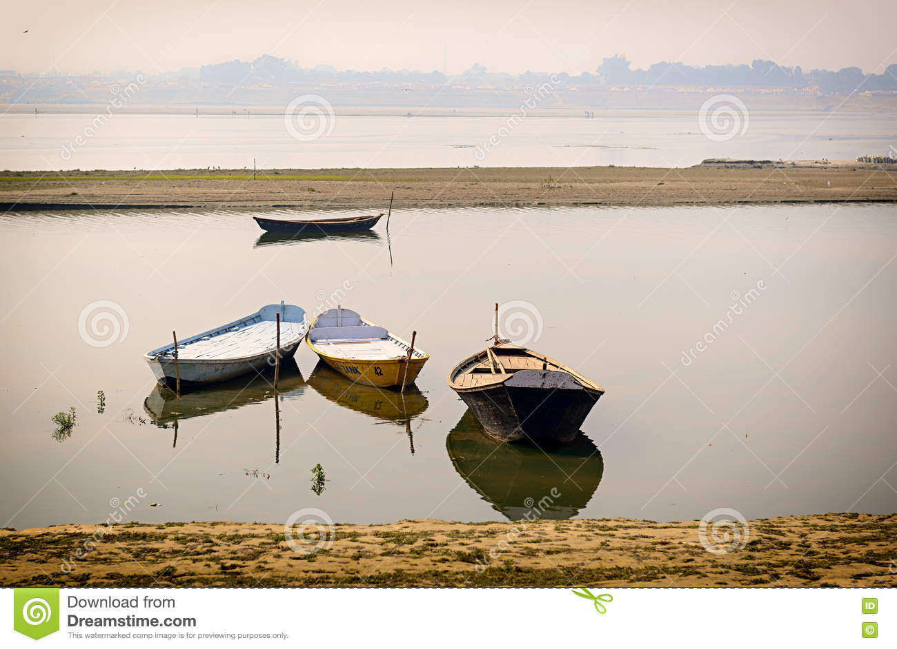 Boates im Ganges in Allahabad, Indien