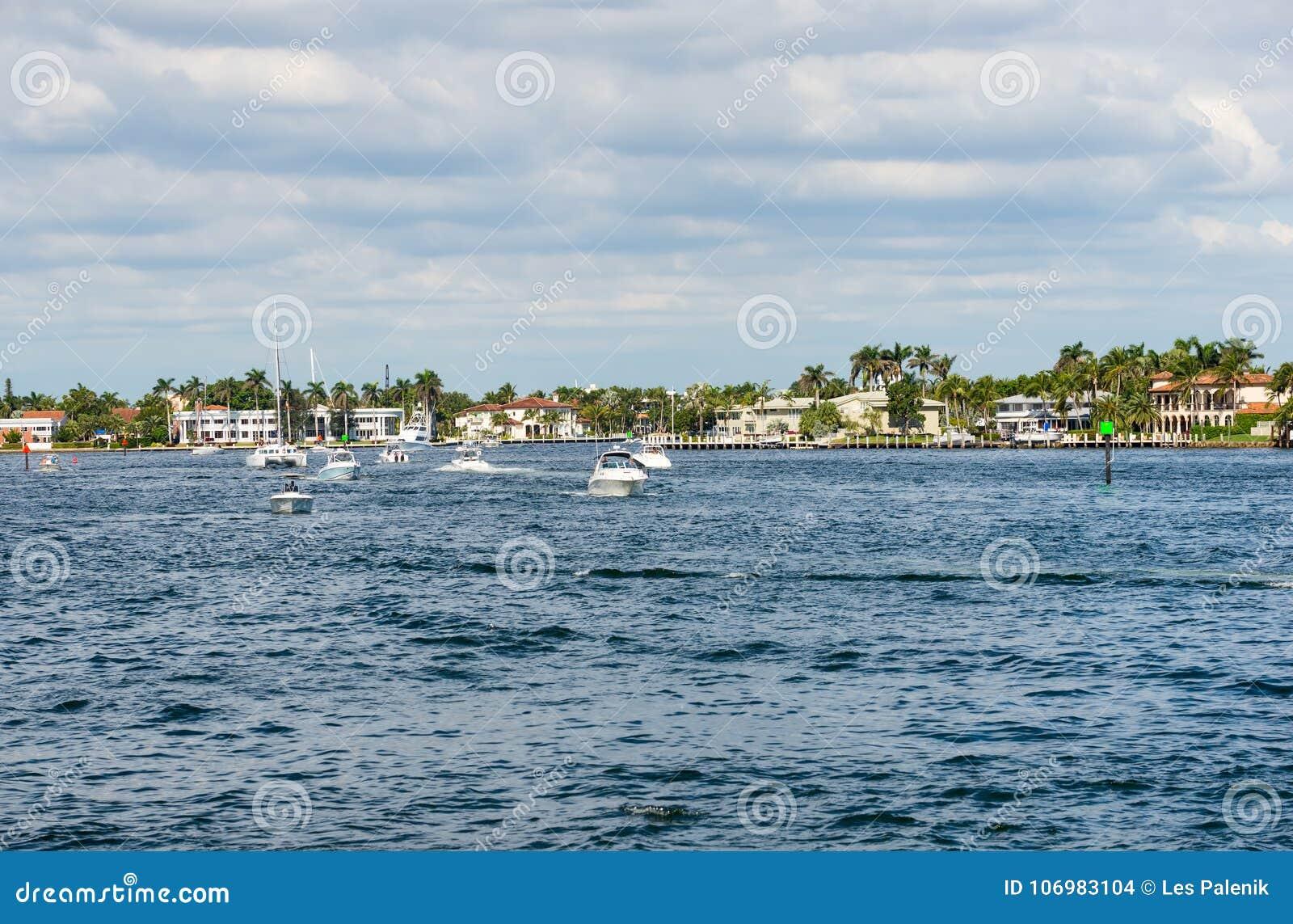Pleasure Boats On Intracoastal Waterway In Fort Lauderdale Stock