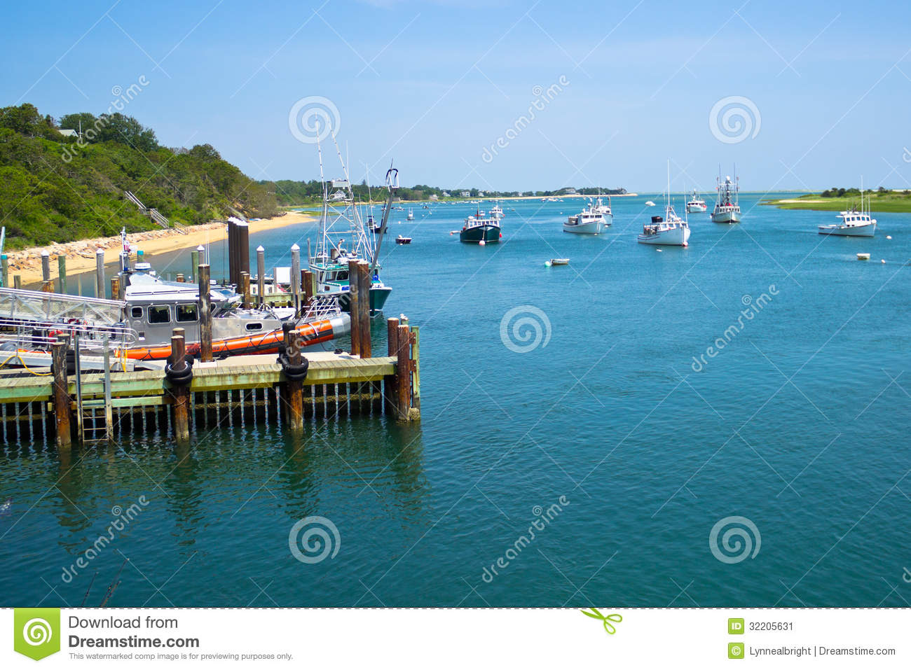 Boats near chatham fish pier stock image image 32205631 for Fishing piers near me