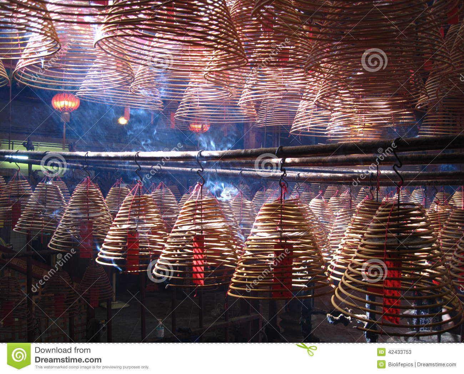 Bobinas del incienso en Man Mo Temple, Hong Kong