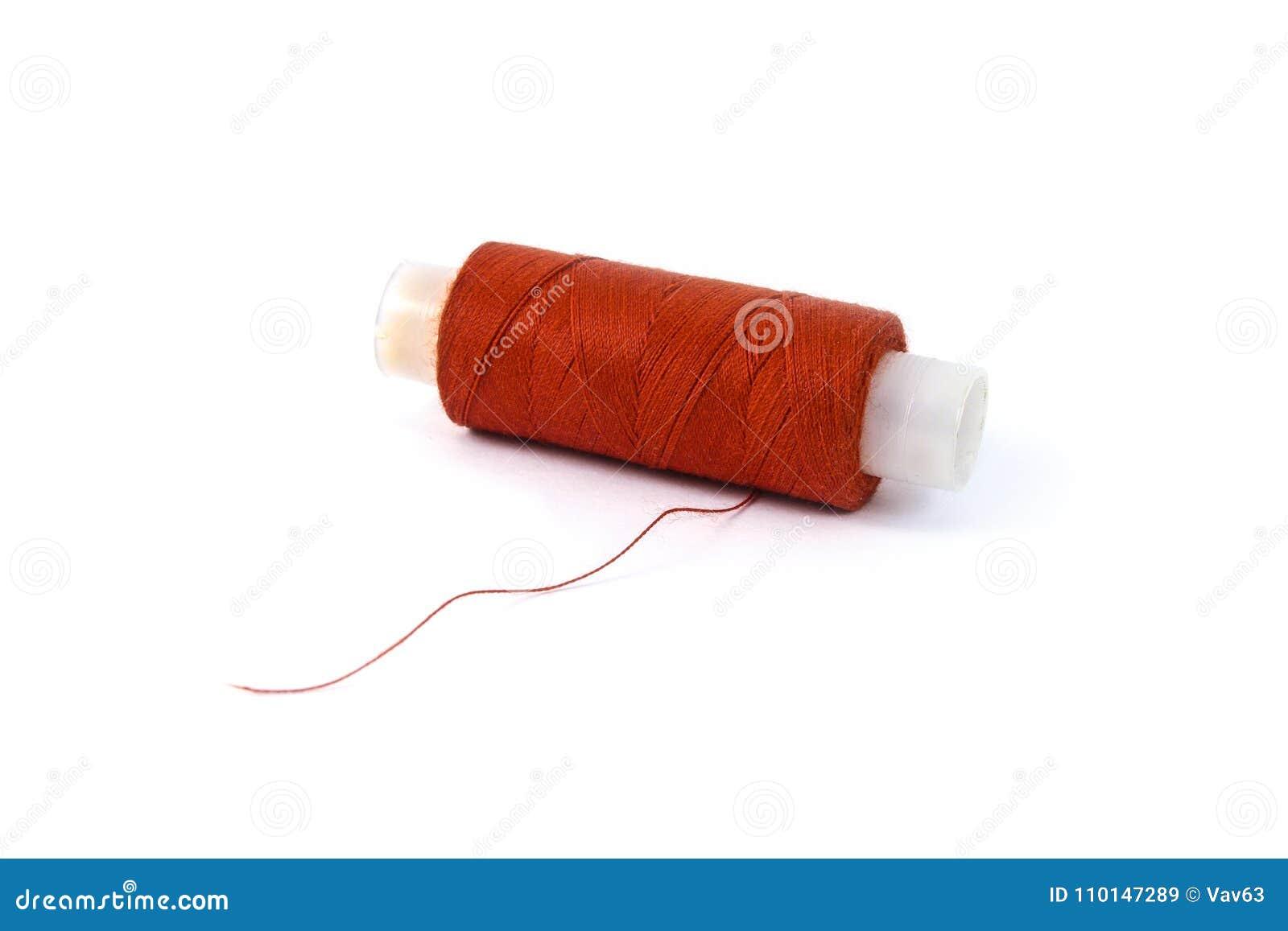 Bobine avec le fil rouge