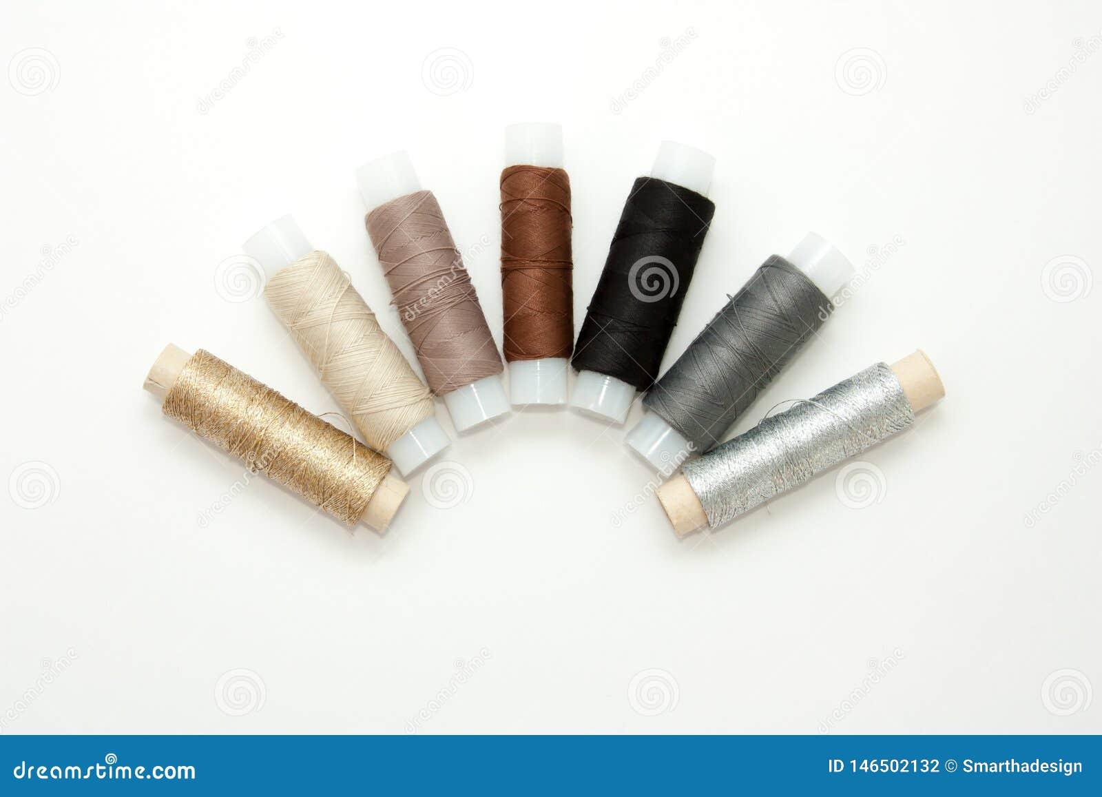 Bobines color?es ?tendues plates de fil de coton, fil de broderie, blanc, brun, gris, noir, argent?, bobines d or, fausses, vue s