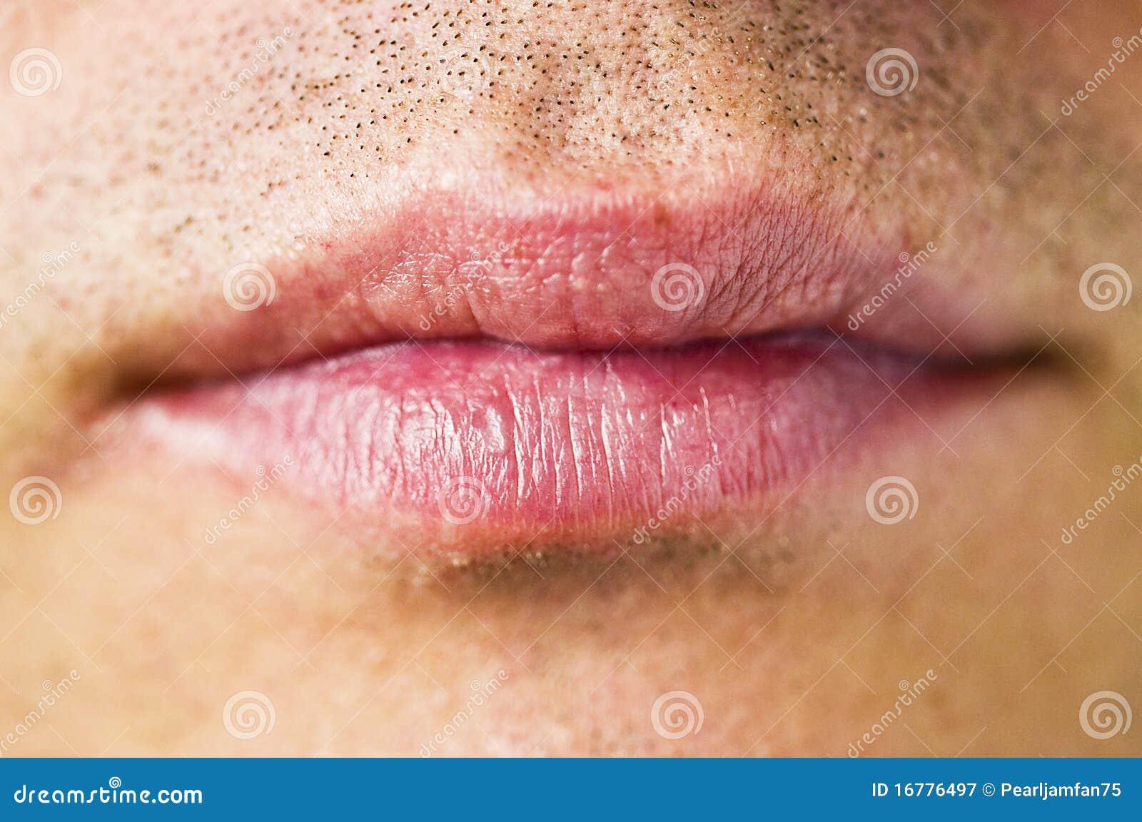 Boca del hombre lleno de esperma
