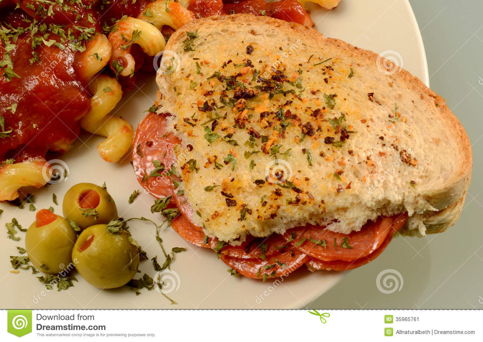 Bocadillo italiano con las pastas