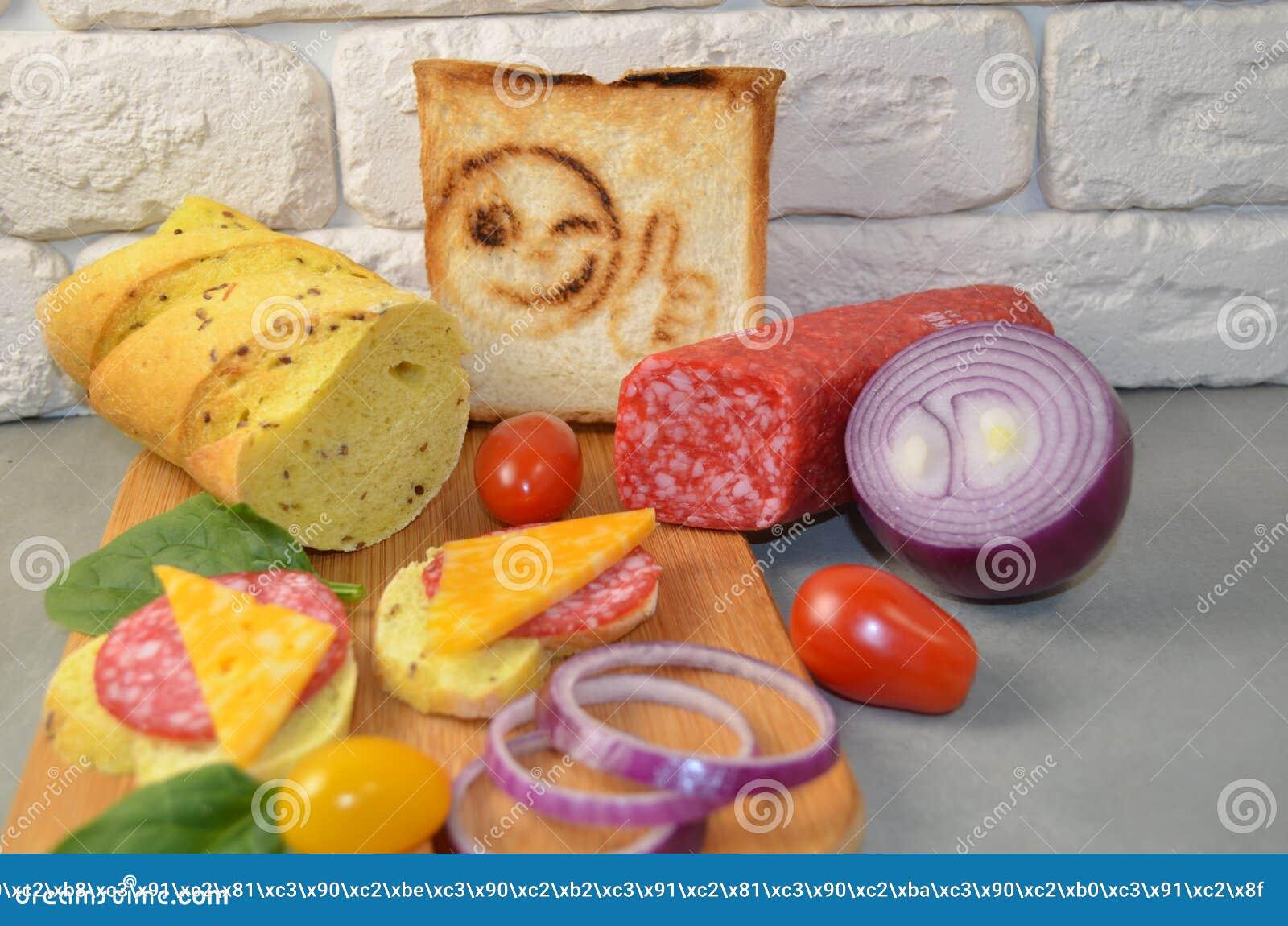 Bocadillos con la salchicha y el queso