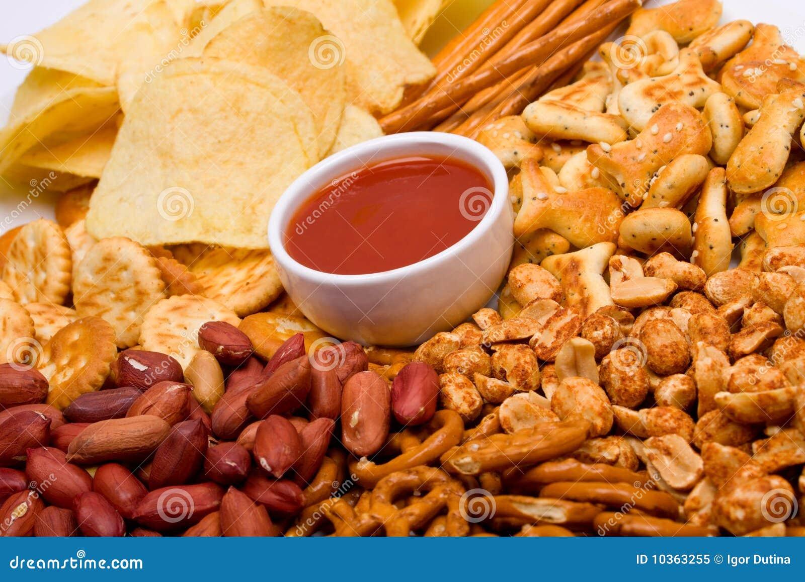 Bocados e inmersión salados de la salsa