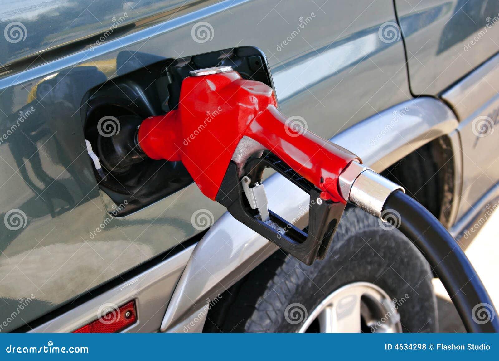 Bocal vermelho da bomba de gasolina
