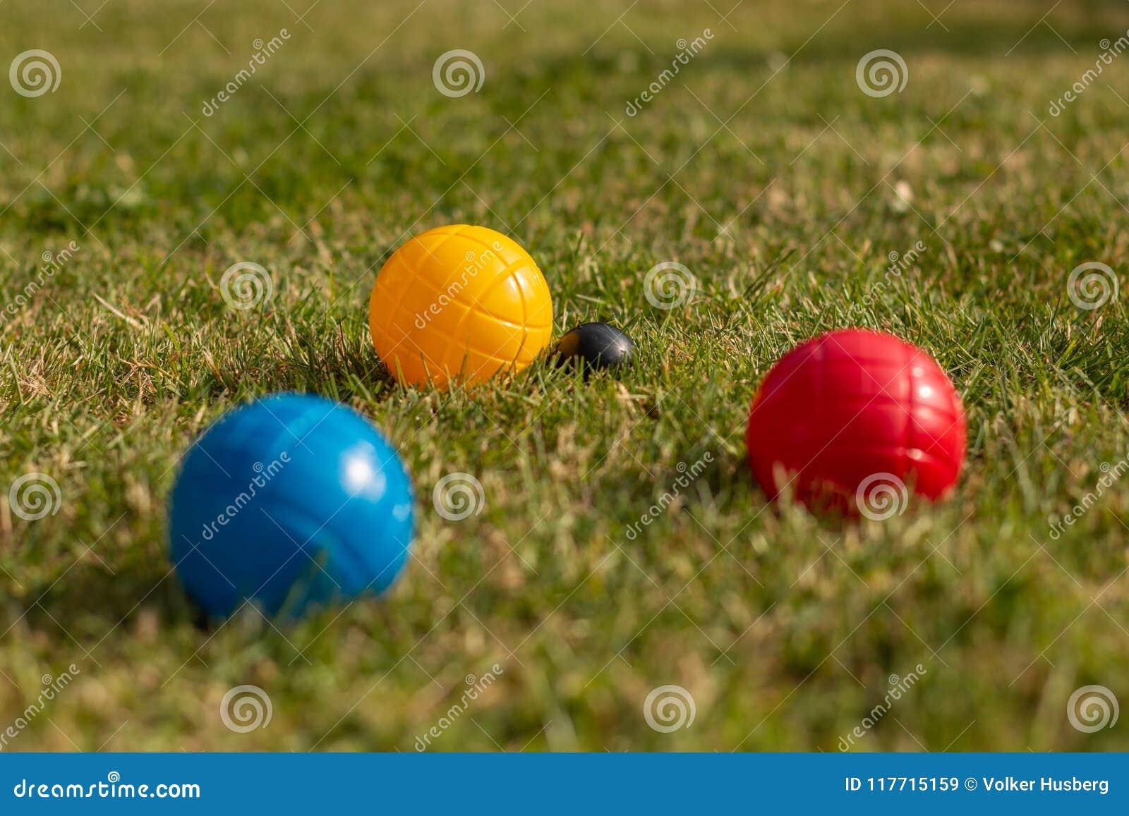 Bocciaballen in primaire kleuren - conceptenschot