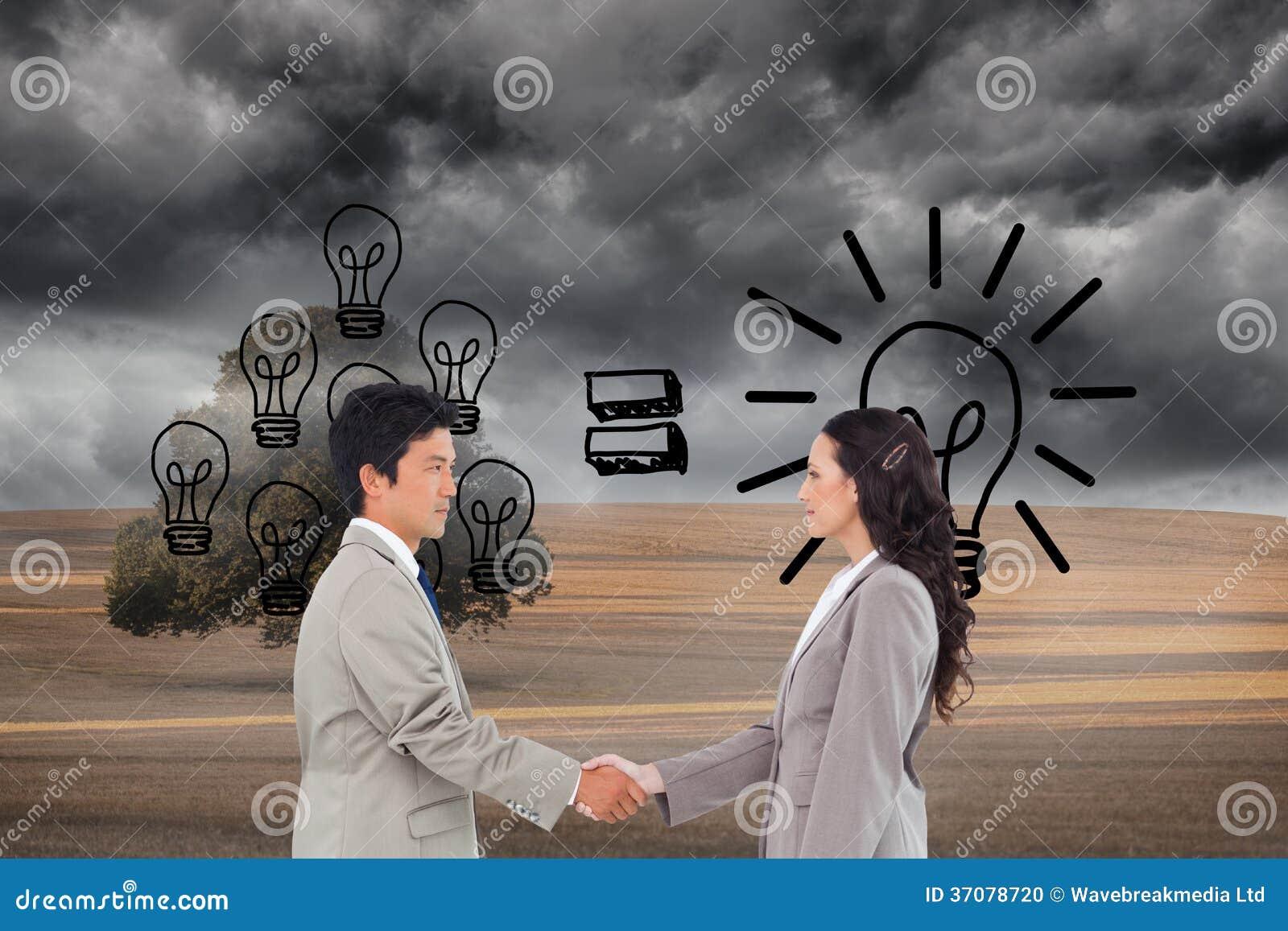 Download Boczny Widok Ręka Potrząsalni Partnery Handlowi Zdjęcie Stock - Obraz złożonej z niebo, komputer: 37078720