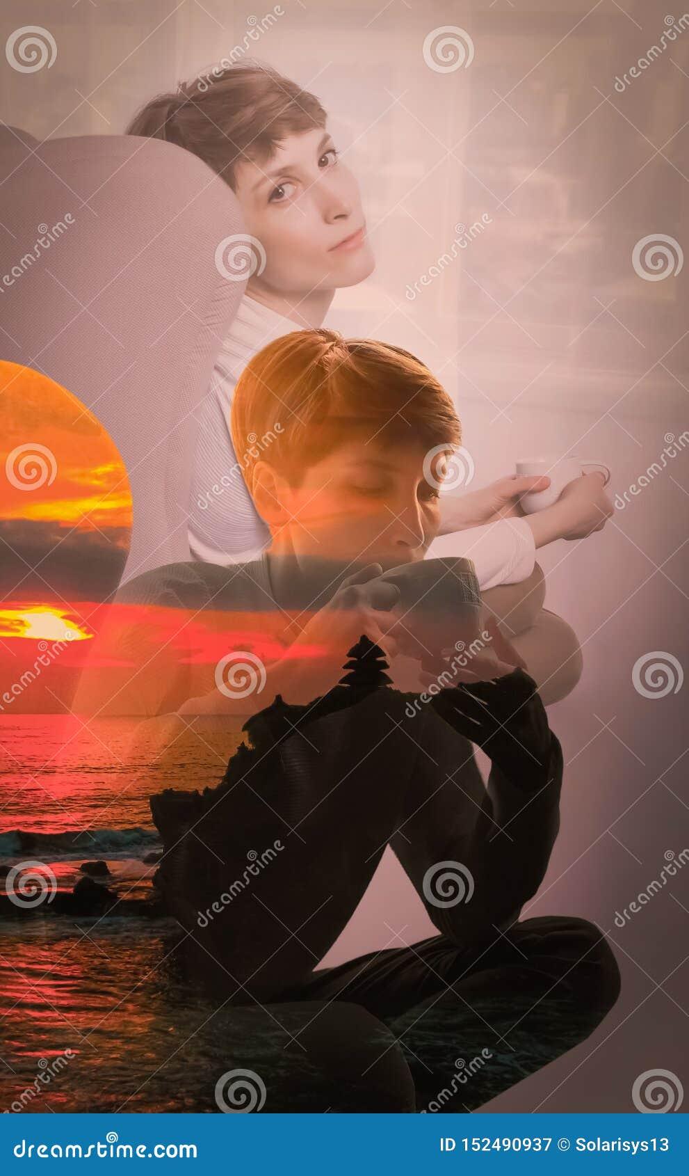 Boczny widok siedzi samotnie młoda kobieta