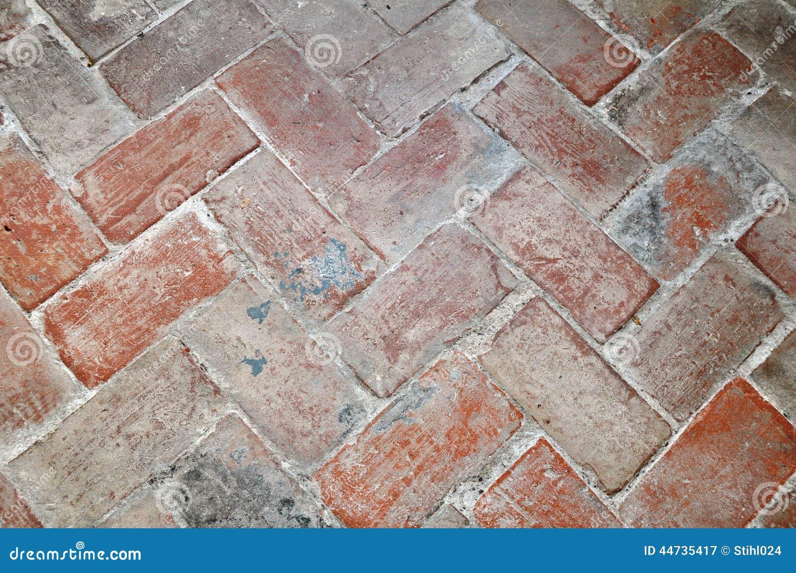 Boden von ziegelsteinen im fischgr tenmustermuster for Boden ziegelsteine