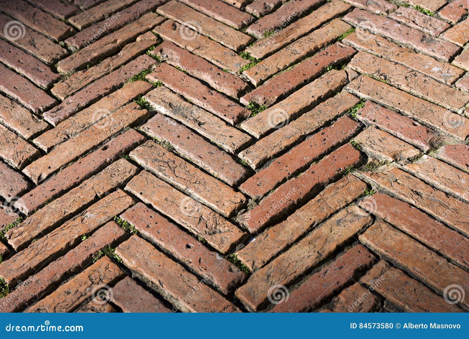 Fußboden Aus Ziegelsteinen ~ Bodenbelag mit alten ziegelsteinen siena italy stockfoto bild