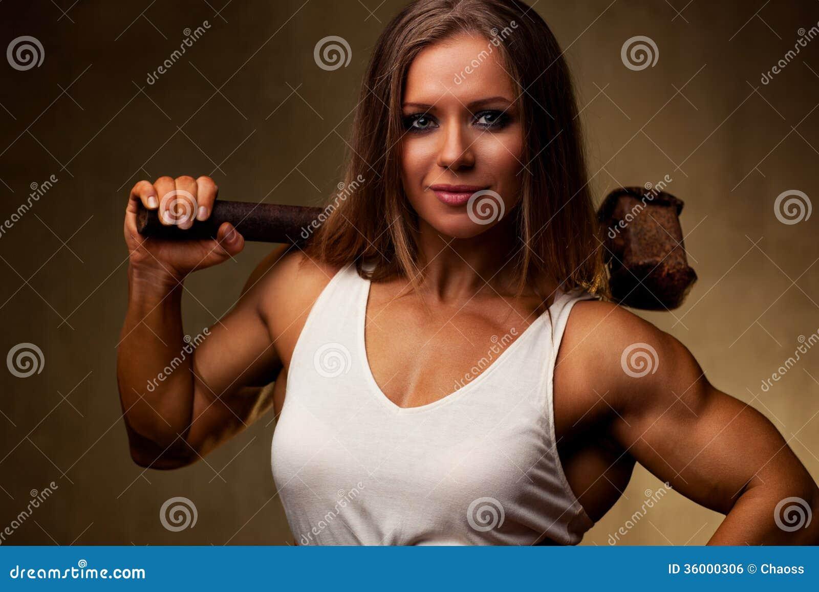 Bodybuilder Der Jungen Frau Stockfoto - Bild von